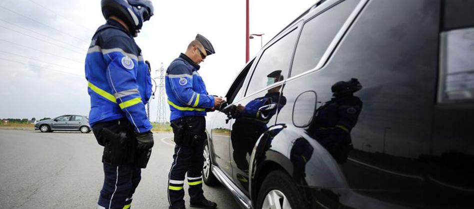 Sécurité routière : le kit mains libres interdit au volant d'ici au 30 juin